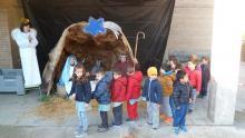 Los niños de Educación Infantil visitan el Belén Viviente.
