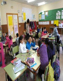 Los alumnos/as de 3º A realizando actividades de Agenda 21